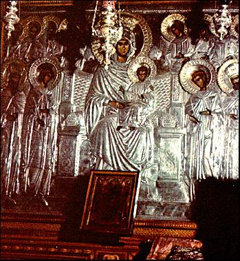 В память чудесного явления Богоматери св. Афанасию в лавре написана икона Пресвятой Богородицы-Домостроительницы.